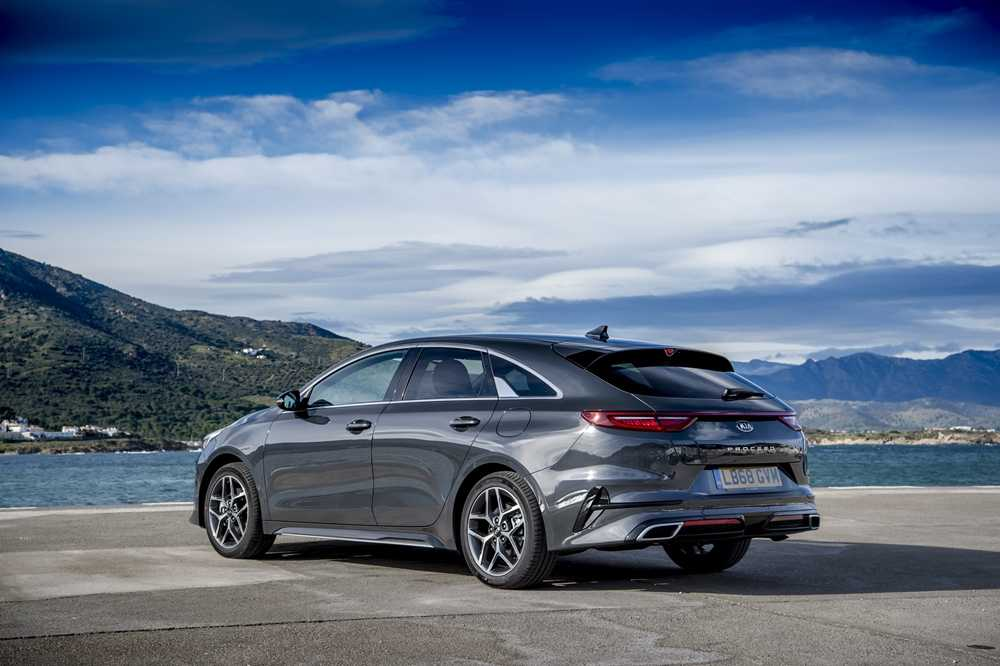 From the rear, the new ProCeed looks a bit like the Porsche Panamera, which can only be a good thing
