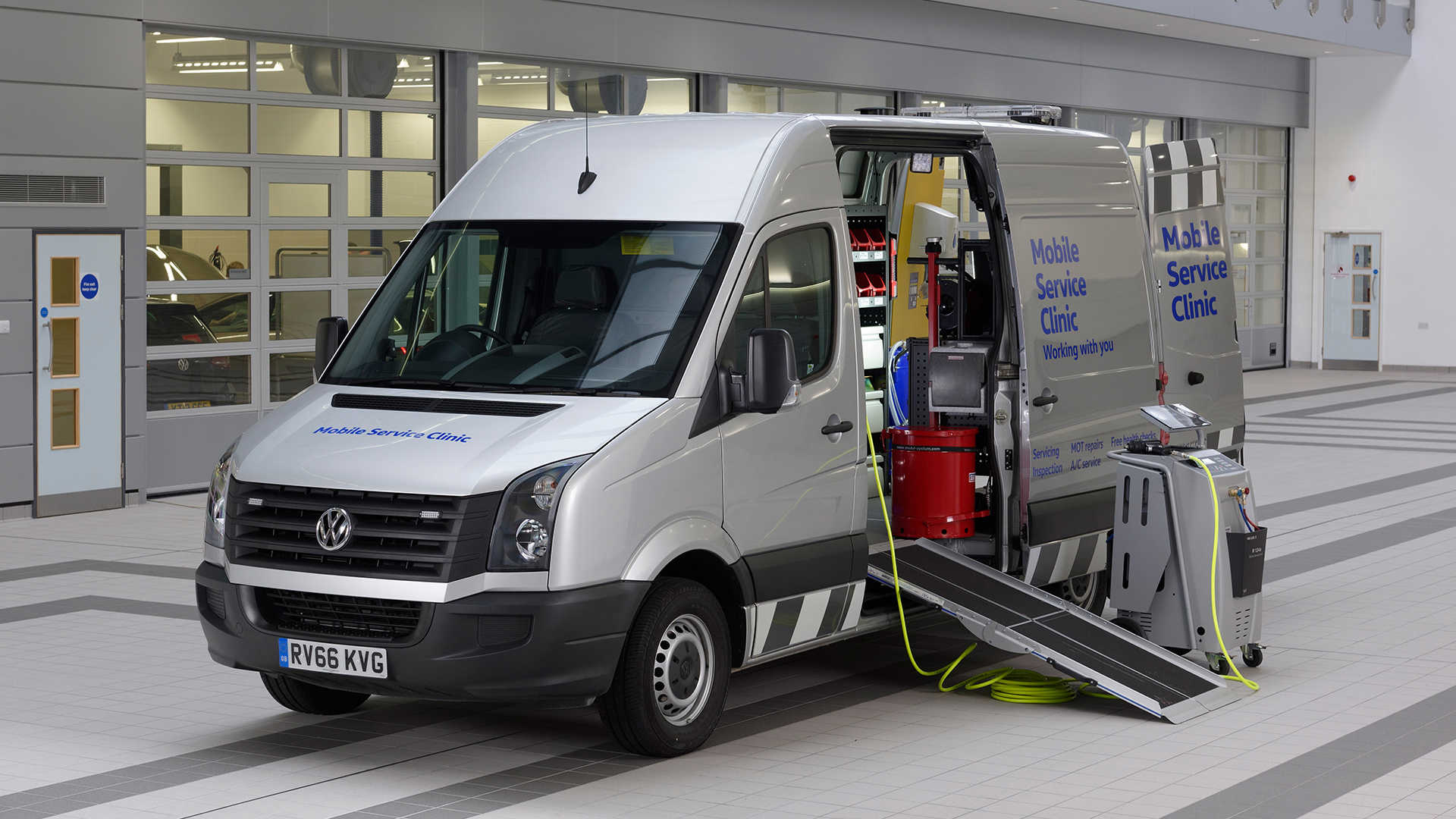 Mobile Van Servicing Clinic | Lookers Van Centres